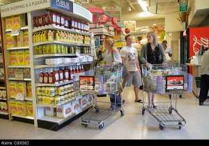 C8XG62 Florida Miami Beach Publix grocery store supermarket food shopping retail display for sale cart woman man. Image shot 2014. Exact date unknown.