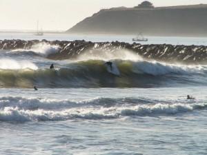 oceanbeach18surferscomingin