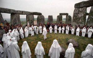 stonehenge13druidslastnuns