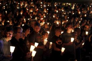 People take part in candlelight vigil following a mass shooting at Umpqua Community College in Roseburg, Oregon October 1, 2015. A gunman opened fire at a community college in southwest Oregon on Thursday, killing nine people and wounding seven others before police shot him to death, authorities said, in the latest mass killing to rock an American campus. REUTERS/Steve Dipaola TPX IMAGES OF THE DAY - RTS2PA1