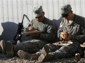 U.S. soldiers of COP838 eat their meals to celebrate Thanksgiving Day in a U.S. military camp in southern Baghdad's Doura district November 27, 2008.    REUTERS/Thaier al-Sudani